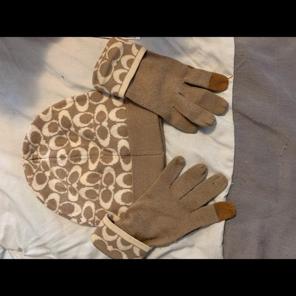 Coach winter hat matching gloves